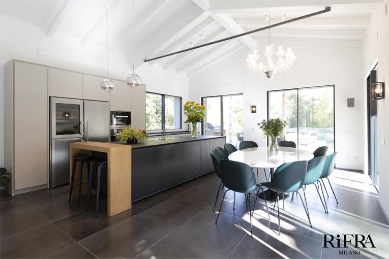 Die Küche Ist Teil Der Exklusiven ONE Kollektion, Deren Spektakuläre Insel  Aus 45 ° Gearbeitet
