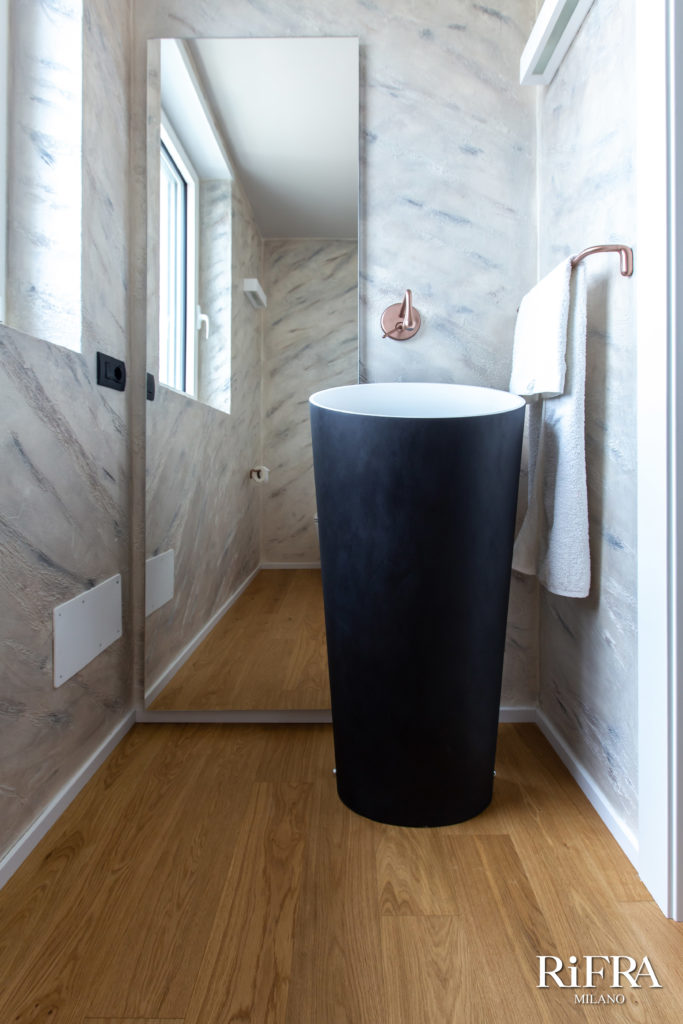 Smooth freestanding washbasin RiFRA bathroom. RiFRA Kitchens and bathrooms directly from Milan